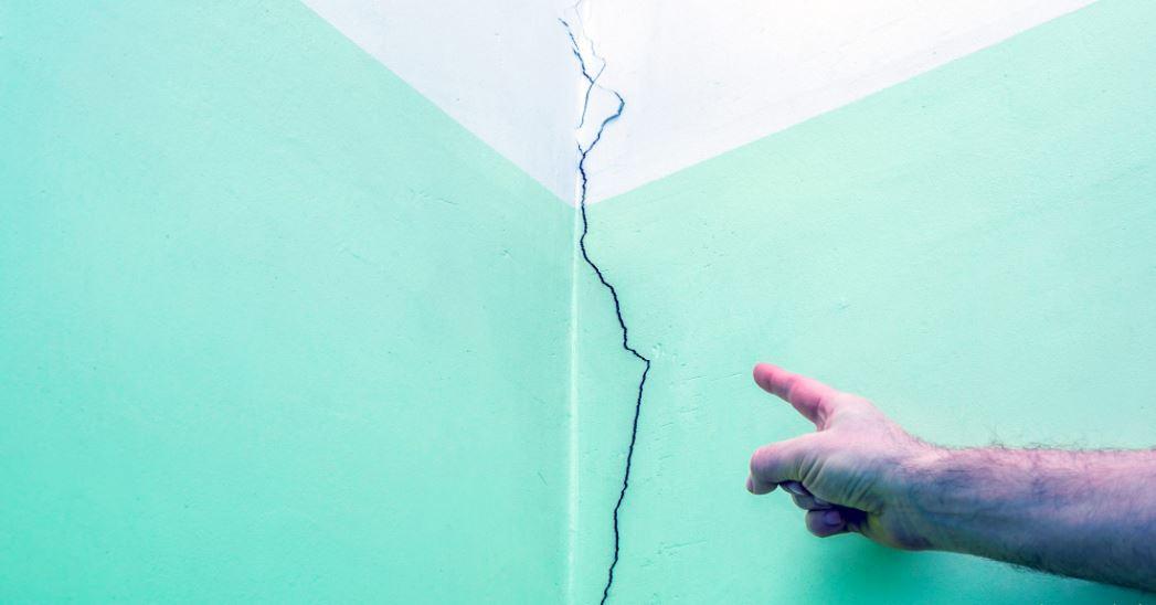5 Penyebab Terjadinya Rembesan Pada Dinding Rumah
